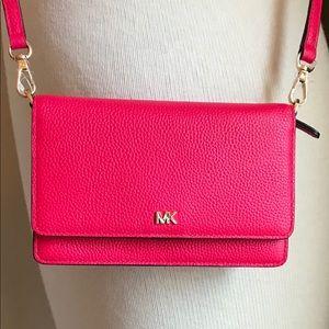 Michael Kors Phone Crossbody Deep pink